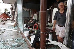 Bão Michael đang quần thảo nước Mỹ: Gió mạnh thổi bay cửa sổ, mưa lớn gây ngập nhiều khu vực