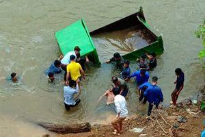 Lào Cai: Xe ô tô tự chế lao xuống suối, tài xế tử vong