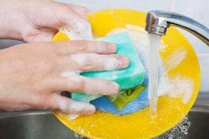 Rửa bát kiểu này chẳng khác nào đang tự đầu độc cả nhà