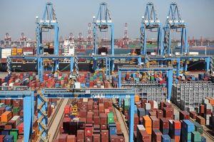 Xuất khẩu của Trung Quốc bắt đầu 'ngấm đòn' thuế quan của Mỹ