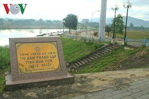 Phá công trình kỷ niệm 100 năm thành lập tỉnh Kon Tum để lấy sắt vụn