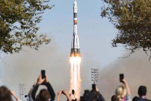 Tên lửa Soyuz chở 2 nhà du hành vũ trụ Mỹ và Nga phải hạ cánh khẩn