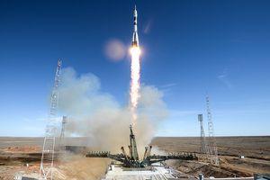 Tên lửa Nga phát nổ ở vận tốc 6.000km/h, phi hành gia thoát chết trong 'gang tấc'