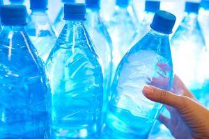 Tại sao bạn không nên sử dụng chai nhựa đựng nước?