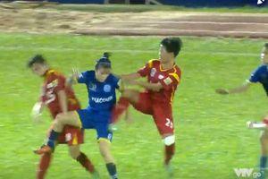 Nữ cầu thủ đánh nhau ở Giải VĐQG trên sân Thống Nhất