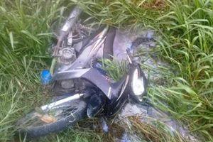 Hà Tĩnh: Nam thanh niên chết dưới mương nước cùng xe máy