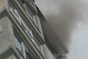 Cháy ở chung cư cao tầng, người dân hốt hoảng