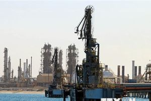 Nhập khẩu dầu thô của Trung Quốc ở mức cao nhất trong 4 tháng