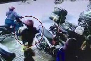Bắt chị em nữ quái dẫn dắt con gái đi 'diễn kịch' để trộm
