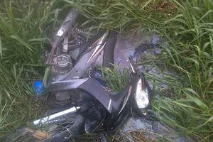 Nam thanh niên tử vong dưới mương nước, bị xe máy đè ngang người