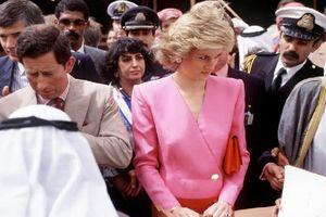 Lý do thực sự khiến Công nương Diana luôn cúi đầu mỗi khi xuất hiện trước công chúng