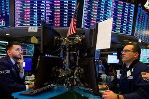 Áp lực lãi suất khiến chứng khoán Mỹ liên tục lao dốc