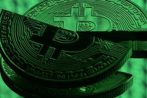 Bitcoin giảm hơn 5%, vị thế 'vàng kỹ thuật số' bị đe dọa