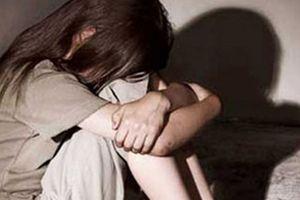Khởi tố, tạm giam gã thợ mộc nhiều lần xâm hại nữ sinh lớp 8