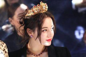 Nhan sắc mỹ nhân Tân Cương vượt mặt Angela Baby trở thành Nữ thần Kim Ưng 2018