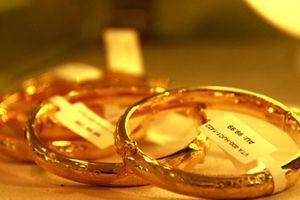Giá vàng hôm nay (12/10): Vàng tăng vọt vì sắc đỏ trên thị trường chứng khoán