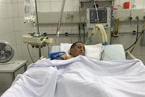 Tiếng khóc xót xa của chàng trai 22 tuổi, gồng mình trả nợ, chăm mẹ nguy kịch trên giường bệnh