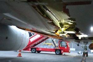 Máy bay va chạm thủng bụng, phi công vẫn cho cất cánh