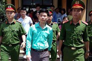 Bác sĩ Hoàng Công Lương bị cơ quan điều tra cấm đi khỏi nơi cư trú