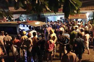Vụ thanh niên bị ép xe, chém tử vong giữa đường: Dân lội nước xem khám nghiệm hiện trường