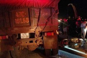 Xe máy va chạm ôtô tải, nữ trung úy công an tử vong