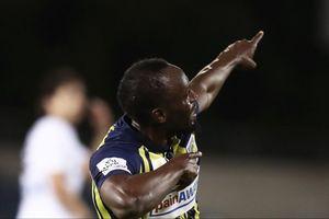 Usain Bolt vui sướng với hai bàn thắng đầu tiên trong sự nghiệp
