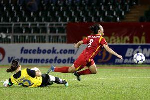 Cầu thủ nữ Việt Nam đánh nhau ở trận tranh vé chung kết