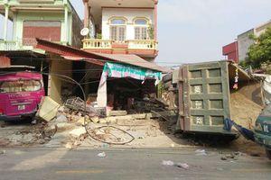 Xe tải chở cát tông vào 2 nhà dân ở Thanh Hóa lúc rạng sáng