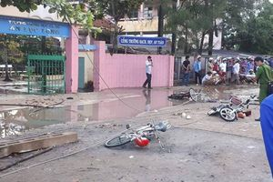 Dây điện đứt trước cổng trường, 6 học sinh thương vong