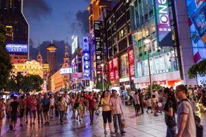 Trung Quốc khuyến khích mạnh tay chi tiền, người tiêu dùng lo thắt lưng buộc bụng