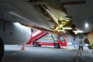 Phi cơ chở hơn 160 hành khách đâm thẳng vào tường sân bay khi cất cánh