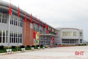 Giám đốc Trung tâm văn hóa thị xã Hồng Lĩnh (Hà Tĩnh) bị cách chức