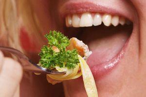 10 nghi thức ăn uống kỳ lạ trên khắp nơi trên thế giới