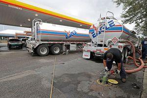 Giá dầu tăng phi mã làm phát sinh thông tin thất thiệt