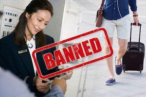Bị cấm lên máy bay vì mặc quần short, hành khách ứng biến cực nhanh
