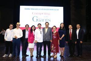 Nữ doanh nhân Trần Uyên Phương - tác giả sách 'Competing With Giant' giao lưu với bạn đọc