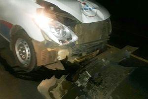 Xe cứu thương vượt ẩu tông nát xe máy khiến một người tử vong