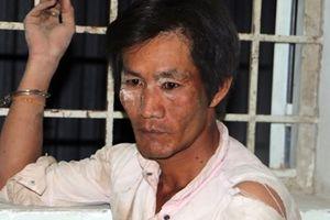 Ngáo đá, một thanh niên dùng dao đe dọa chém người và đốt nhà