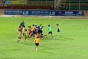 Clip: Cầu thủ nữ TP.HCM I và Than Khoáng Sản đánh nhau ở giải VĐQG