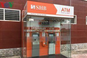Hiện trường cây ATM cạnh chung cư có gắn 10 quả mìn đã gắn kíp nổ