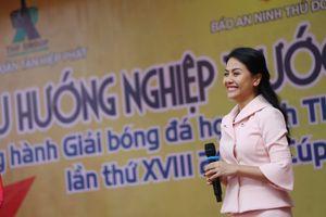 Chị cả nhà Tân Hiệp Phát giao lưu hướng nghiệp với học sinh Hà Nội