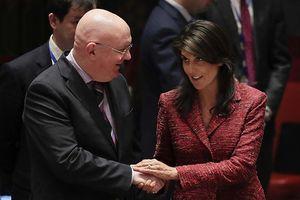 Đại sứ Nga hứa tặng quà chia tay cho đại sứ Mỹ