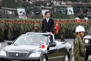 Thủ tướng Nhật gặp gỡ binh sĩ, quyết tâm sửa đổi hiến pháp