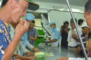 Nông dân xuất sắc bất ngờ khi được ăn rau 'sống' ngay tại VinEco Tam Đảo