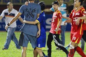 Người yêu bị đánh, cựu tuyển thủ U23 đòi sống mái với cầu thủ nữ