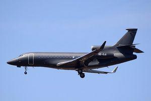 Máy bay chở vợ chồng Hoàng tử Anh bị sét đánh trúng