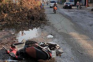 Nhặt đồ đánh rơi ngoài đường, cụ bà bị xe máy tông tử vong