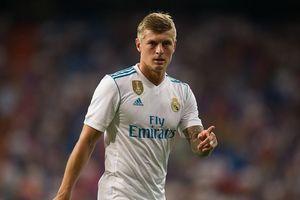 Toni Kroos công khai bật lại HLV, Real Madrid rối như M.U