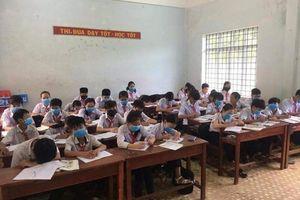 Bình Định: Học sinh phải đeo khẩu trang trong giờ học vì mùi hôi thối
