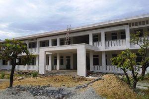 Thừa Thiên - Huế: Trường xây mãi không xong, thầy trò phải học nhờ công ty thủy sản
